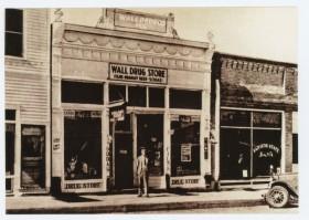 Wall Drug 1932